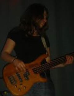 goodbyerosie_leatrunz_bass_live